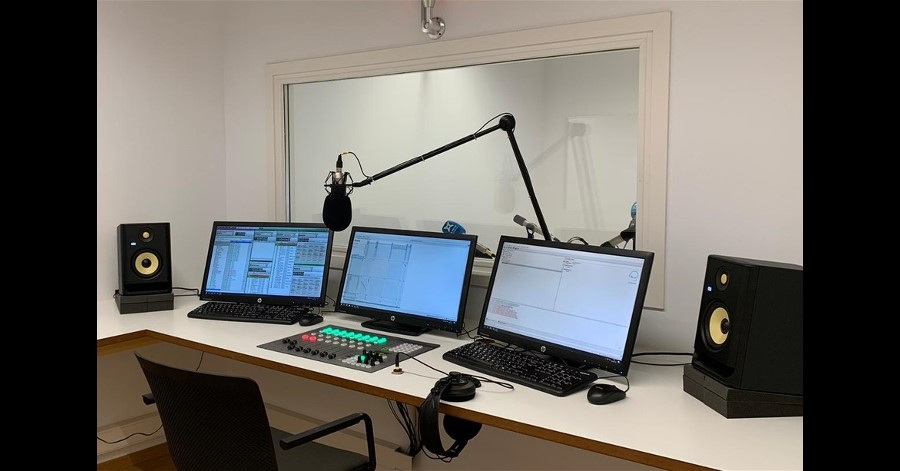 Radio Bisbal equipped their radio studios with Capitol IP audio digital console and Dante Controller Software.