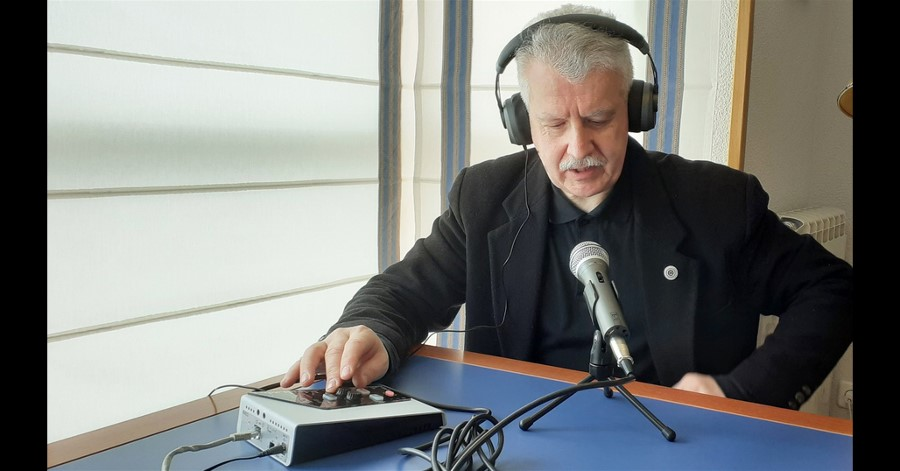"Gorka Zumeta Remotely Presents his new book ""Radio: the silenced companion""."
